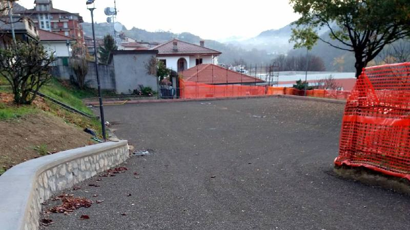 posteggio parco rimembranza. IN ARRIVO L'ASFALTATURA. 20 MILA EURO LA SPESA
