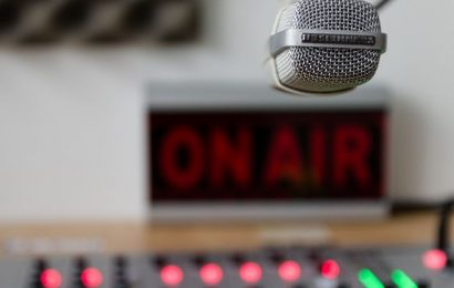 ANZIANI NELLE RSA: UNA CANZONE IN RADIO PER GLI AUGURI DI NATALE