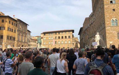 la gente si ribella. L'ITALIA È UNA DITTATURA DEMOCRATICA FONDATA SUL GREEN PASS?