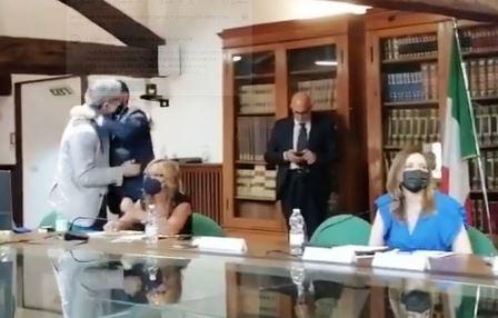 """UNESCO. L'ABBRACCIO """"SENTITO E SPONTANEO"""" TRA BARONCINI E BELLANDI"""